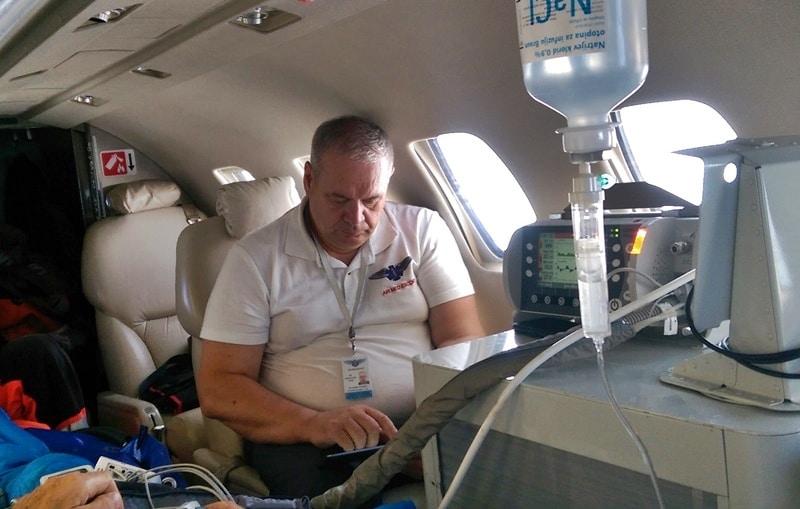 transport_samolotem_medycznym_-air_med_escort Samolot medyczny- latająca intensywna terapia