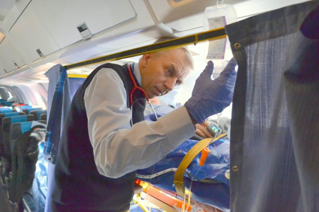 asysta-medyczna-1024x683 Transport samolotem rejsowym